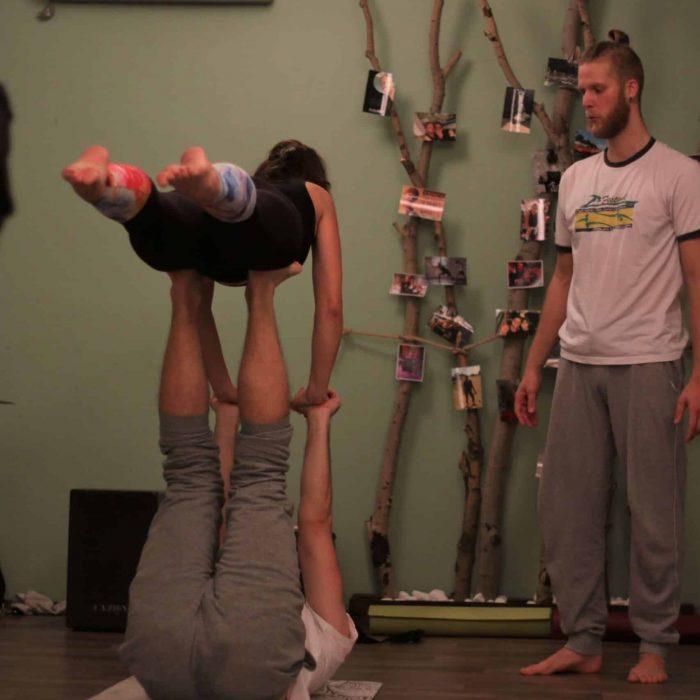 yoga-es-acro-yoga-workshop (22)